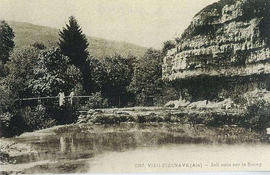 Vieu d'Izenave: Passerelle sur le Borrey