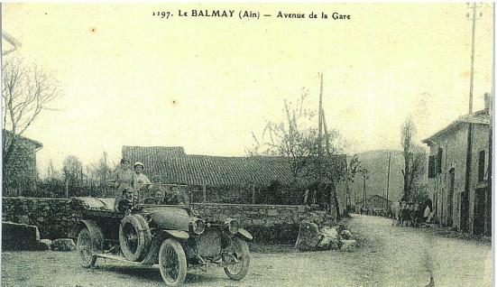 Le Balmay, rue des écoles au croisement rue de la gare