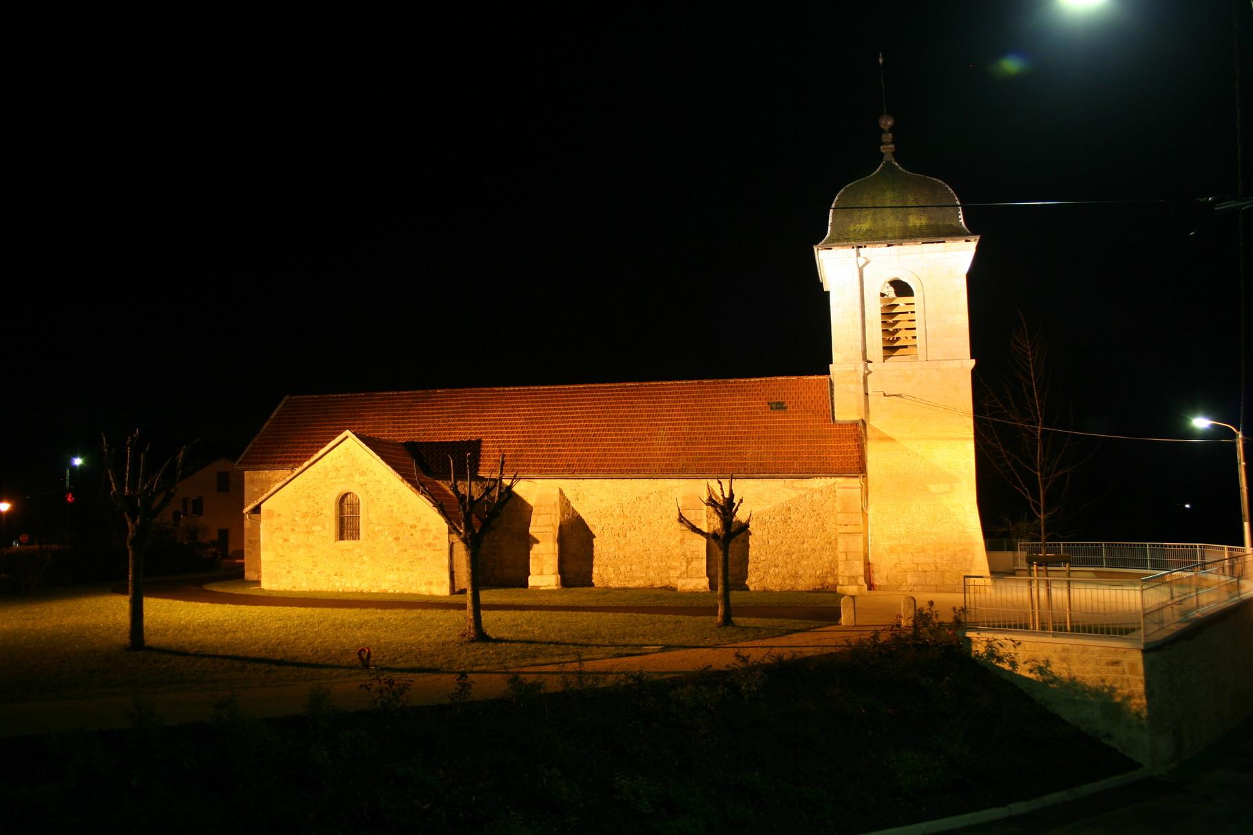 L'église de Vieu d'Izenave et son nouveau parvis