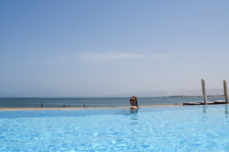 12 Days in Oman - Pool Time at the Kempinski Hotel