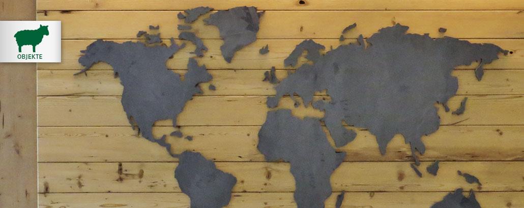 Unikat-Objekte – Weltkarte aus Stahl, Träger und Umrahmung aus Altholz