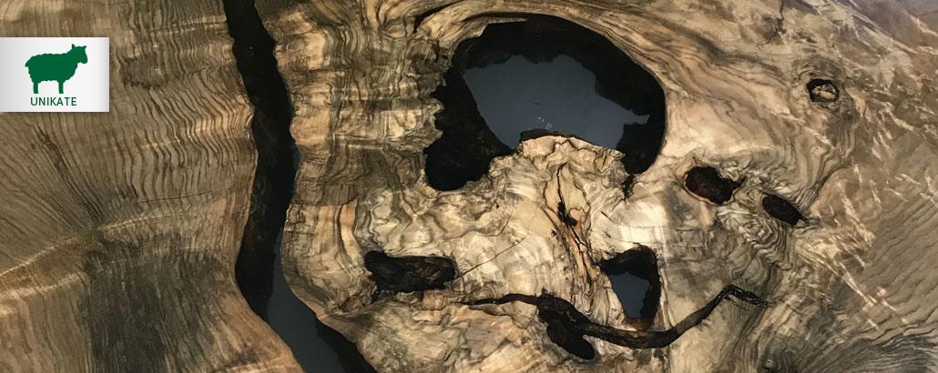 Unikate – Tischplatte Knollentisch, kaukasischer Nussbaum, mit Epoxitharz ausgegossen