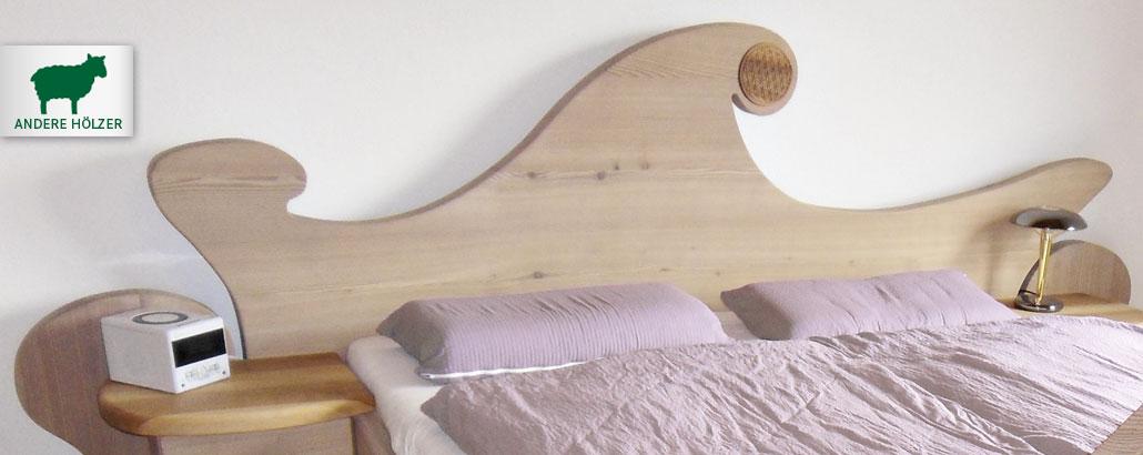 """Zirbenbetten – Bett """"Waldfee"""" aus Lärchenholz, Kopfteil in schwungvollen organischen Formen mit Blume des Lebens"""