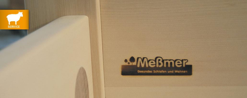 Möbel Meßmer – eingebranntes Logo im Zirbenholzbett