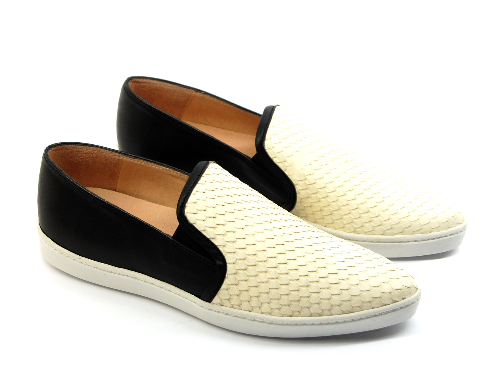 "Humat ""pointy"" Leder Slip-On Black& White mit Schlangen Prägung"