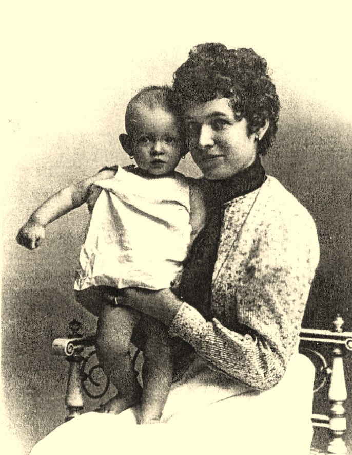 Julie and her mother (1904)
