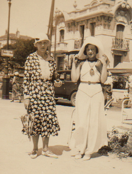 Julie with mama in Nice (1924)