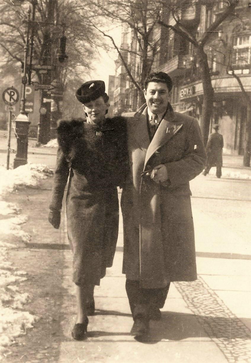Julie avec Yūnus Baḥrī à Berlin (mars 1940)