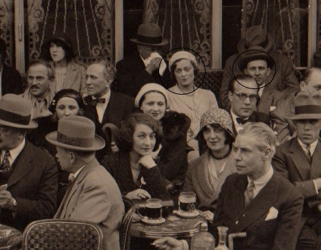 Julie avec Nicolas Poliakoff sur une terrasse à Paris (1926)