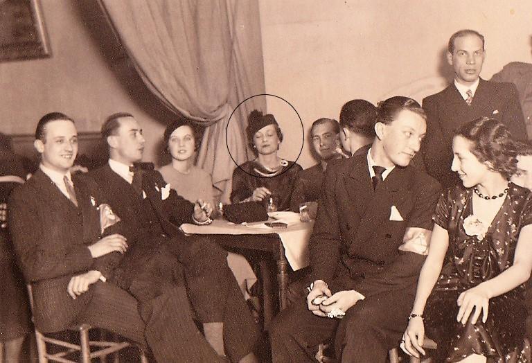 Julie met Russische vrienden in Cannes (1926)