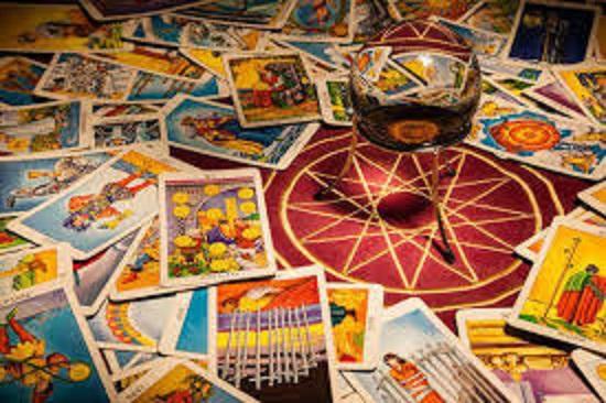significado e interpretación de todas cartas de tarot, con sus arcanos mayores y sus arcanos menores