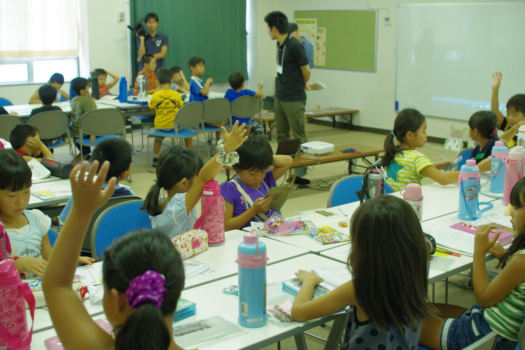 こんな教室見たくありませんか?楽しみながら勉強し、みんなが教え合い学び合う!