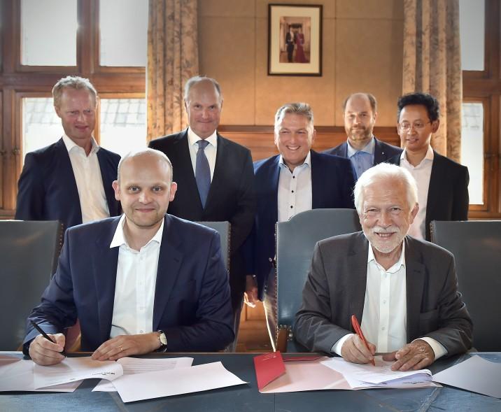 MEYER WERFT und Uni Groningen unterzeichnen eine Kooperationsvereinbarung // © UNI Groningen | (Von links: hintere Reihe – Gernant Deekens (Universität Groningen), Harald Orfgen (Universität Groningen), Paul Bloem (Mitglied der Geschäftsleitung CP)
