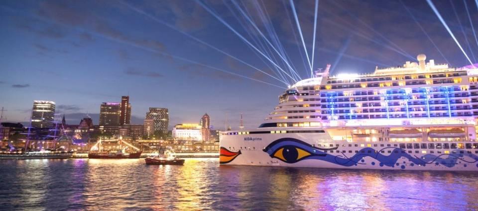 AIDA mit drei Schiffen & großem Feuerwerk beim Hamburger Hafengeburtstag