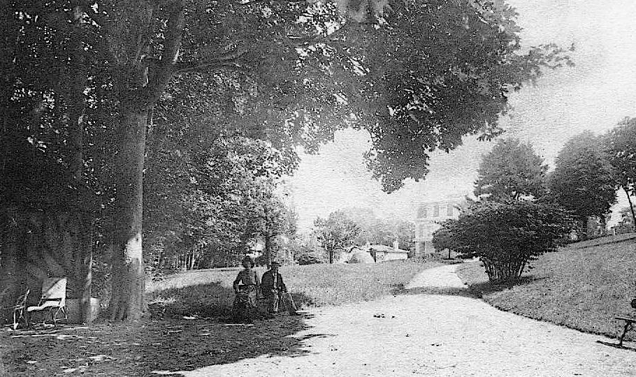 Au début du XXème s. (à gauche de l'image).