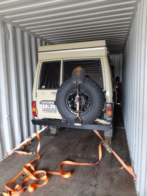 armer Toyota im Container