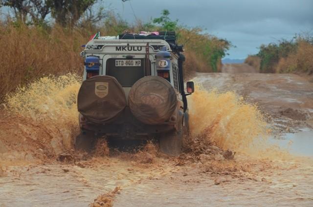 Der Land Rover von Elisme und Hans