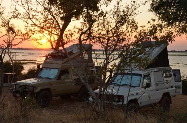 Sonnenuntergang am Chobe Rover