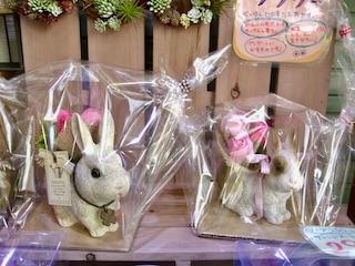 練馬桜台ガーデニングショップ かのはの ウサギプランターとソープフラワーブーケのセットです。