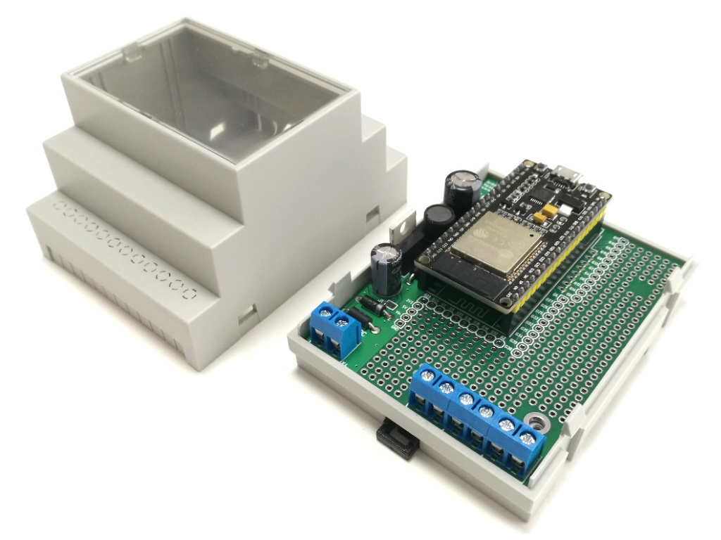 ArduiBox ESP, opened with stacked ESP32 module