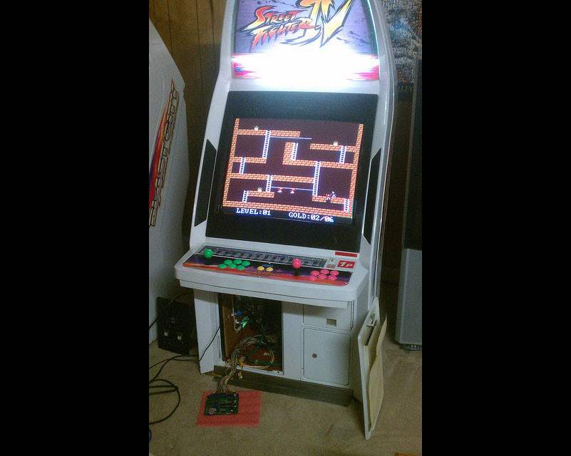 Arcade cab with Uzebox Jamma