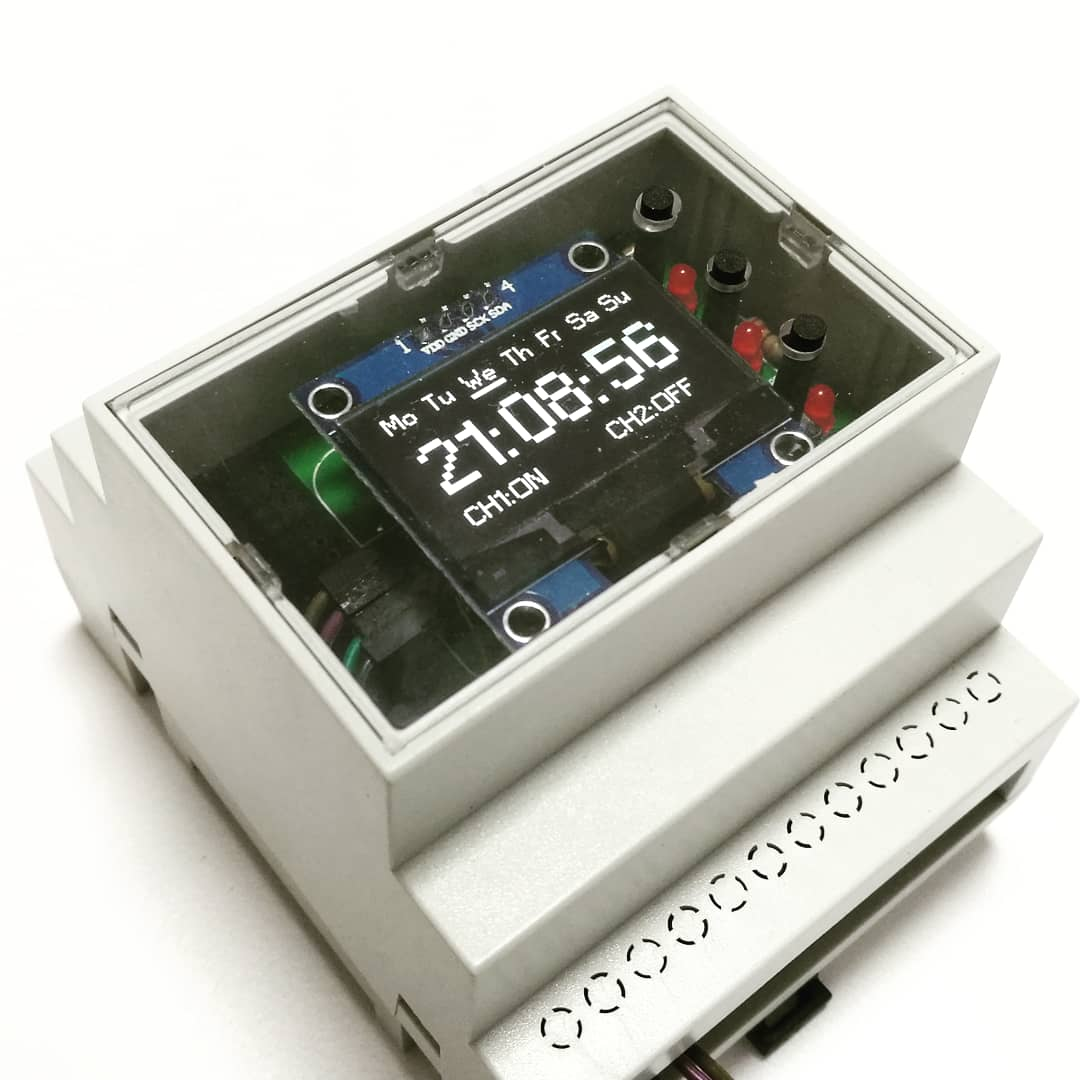 RaspiBox Pico with mounted OLED shield