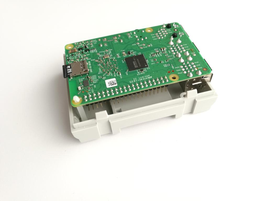 RasPiBox Compact geöffnet, Seitenansicht