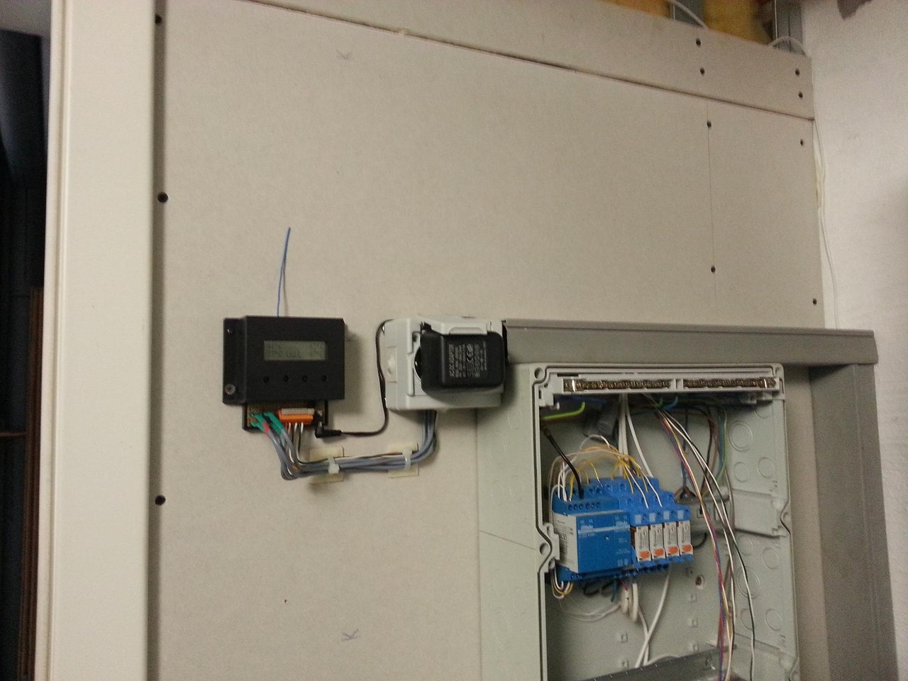 Installiertes Enocean UniModul in einer Solarheizung