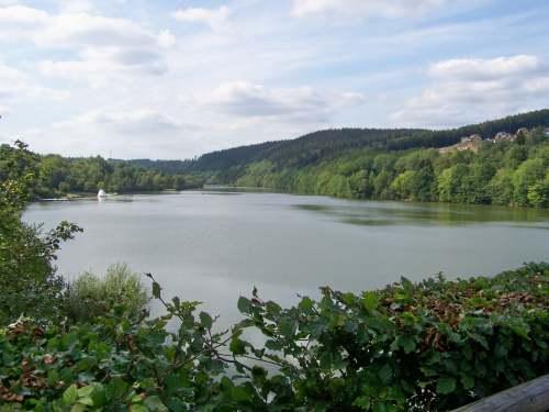 See Wasser Kyll Fluss Wochenende Erholung Stausee Staumauer Wohnmobilpark Ferienpark Restaurant Eifel Naherholung Naturschutzgebiet