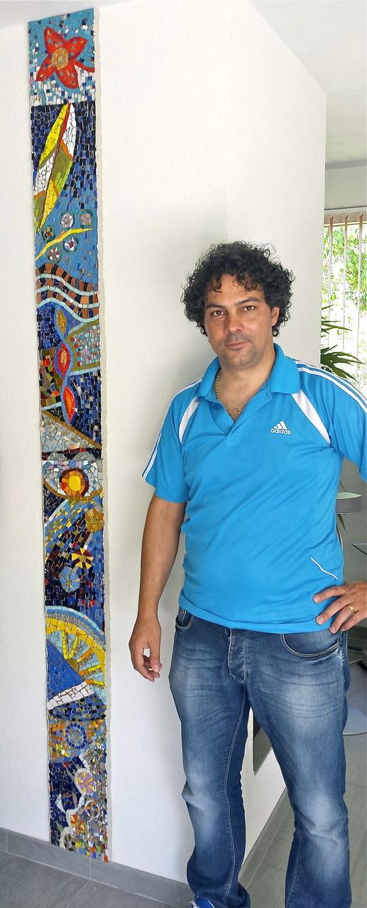 La colonna della gioia, 2014, mosaico in vetri e marmi, 220 x 22 cm (Proprietà privata, Pijnaker, Olanda)