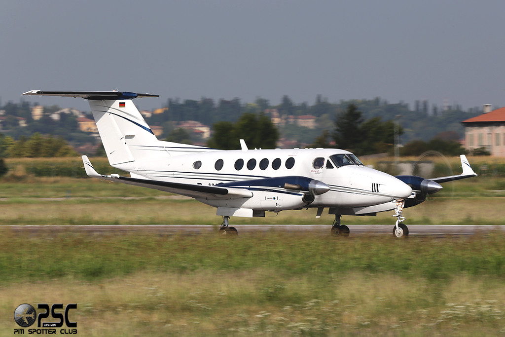 Untitled (Air Hamburg)  Beech 200 Super King Air - D-IVAN