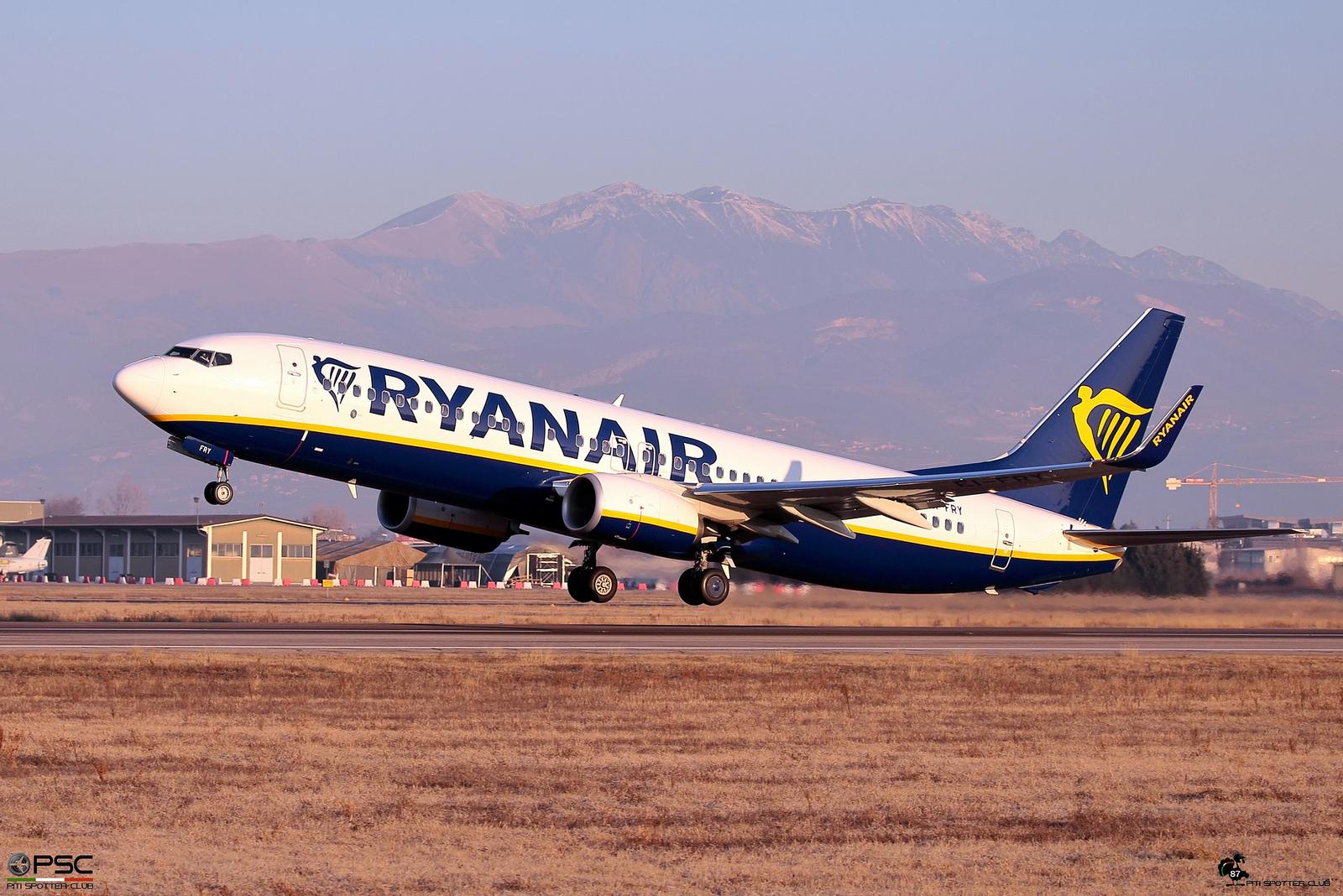 EI-FRY B737-800 44750/6087 Ryanair @ Aeroporto di Verona - 2017 © Piti Spotter Club Verona