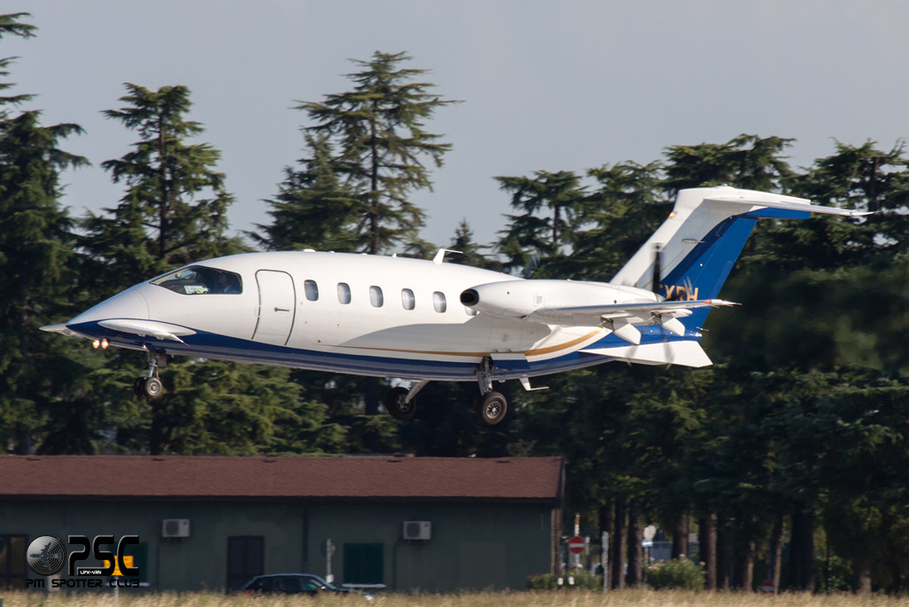 Foxair Piaggio P-180 Avanti II - I-FXRH