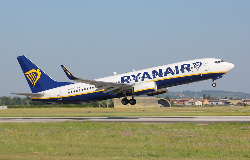 EI-GJO B737-800 44833/6910 Ryanair