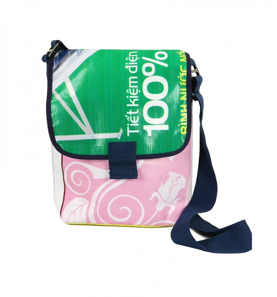 4b3c6aadc62a3 LKW PLane - Recycling Tasche und Upcycling Werbegeschenke