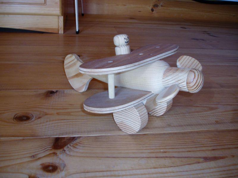 Petit avion de bois