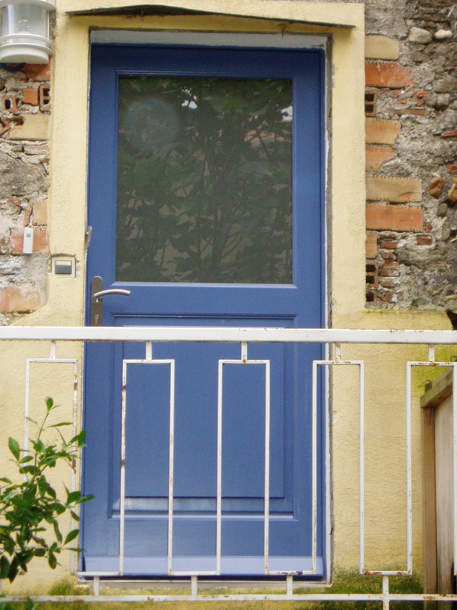 Porte extérieure en bois exotique