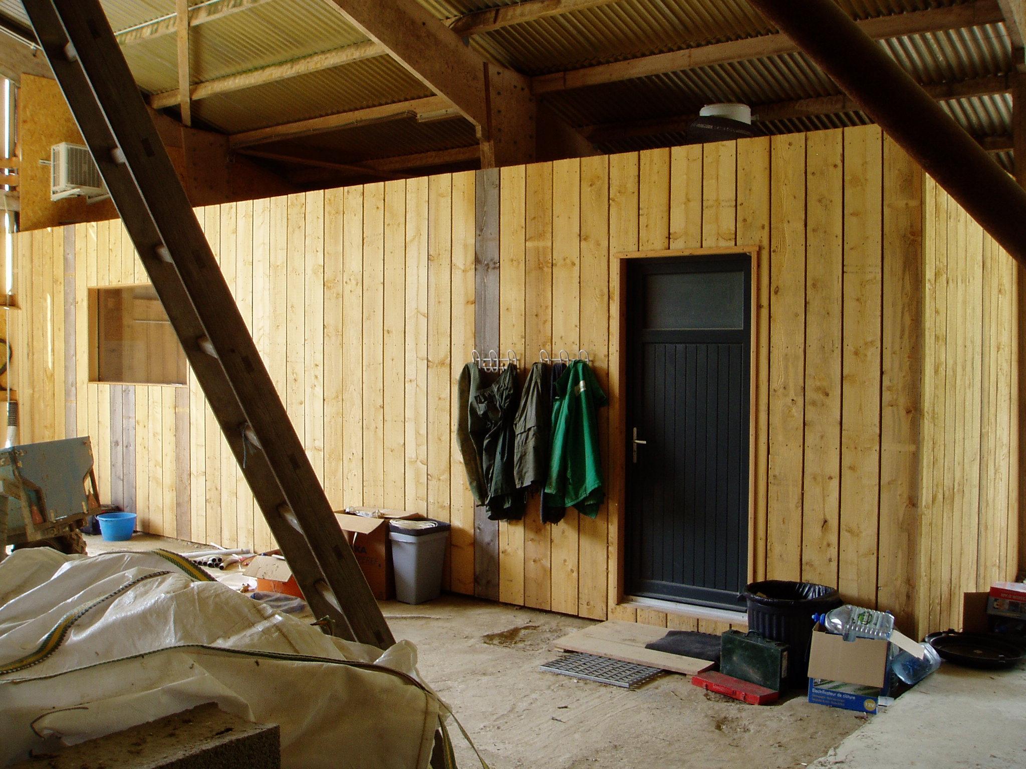 bureau vue côté intérieur hangar