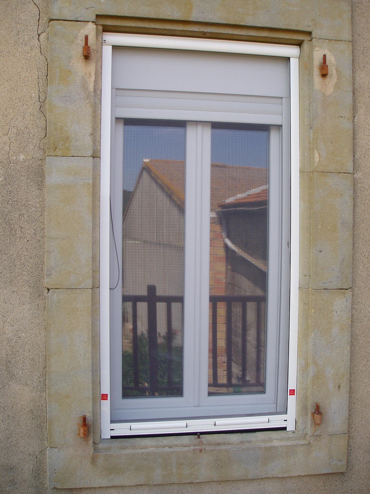 Fenêtre en PVC avec volet roulant