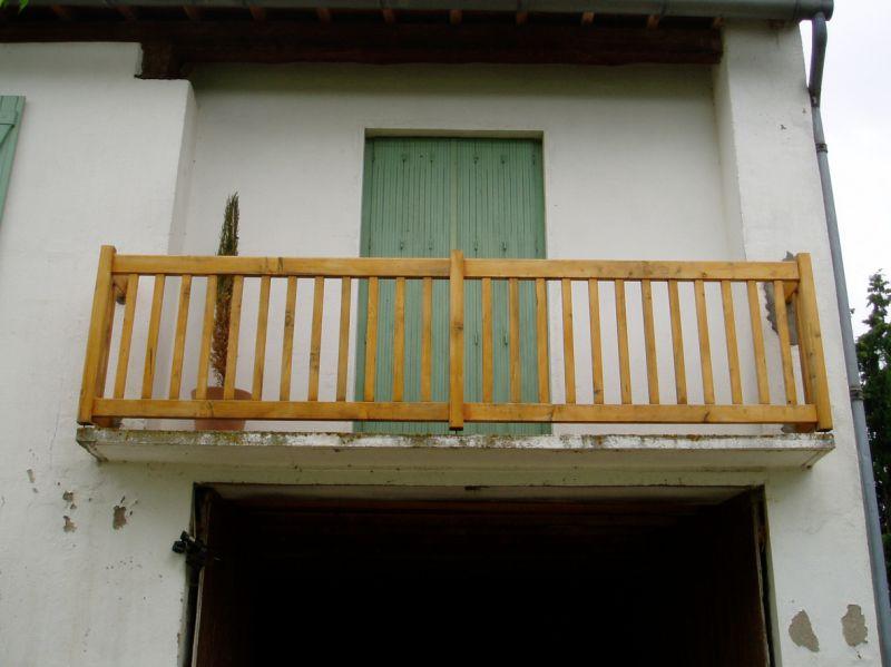 Garde-corps de balcon en cèdre huilé