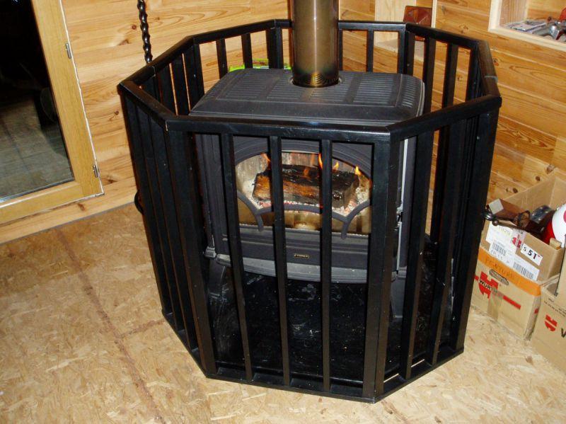 Protection pour poêle à bois