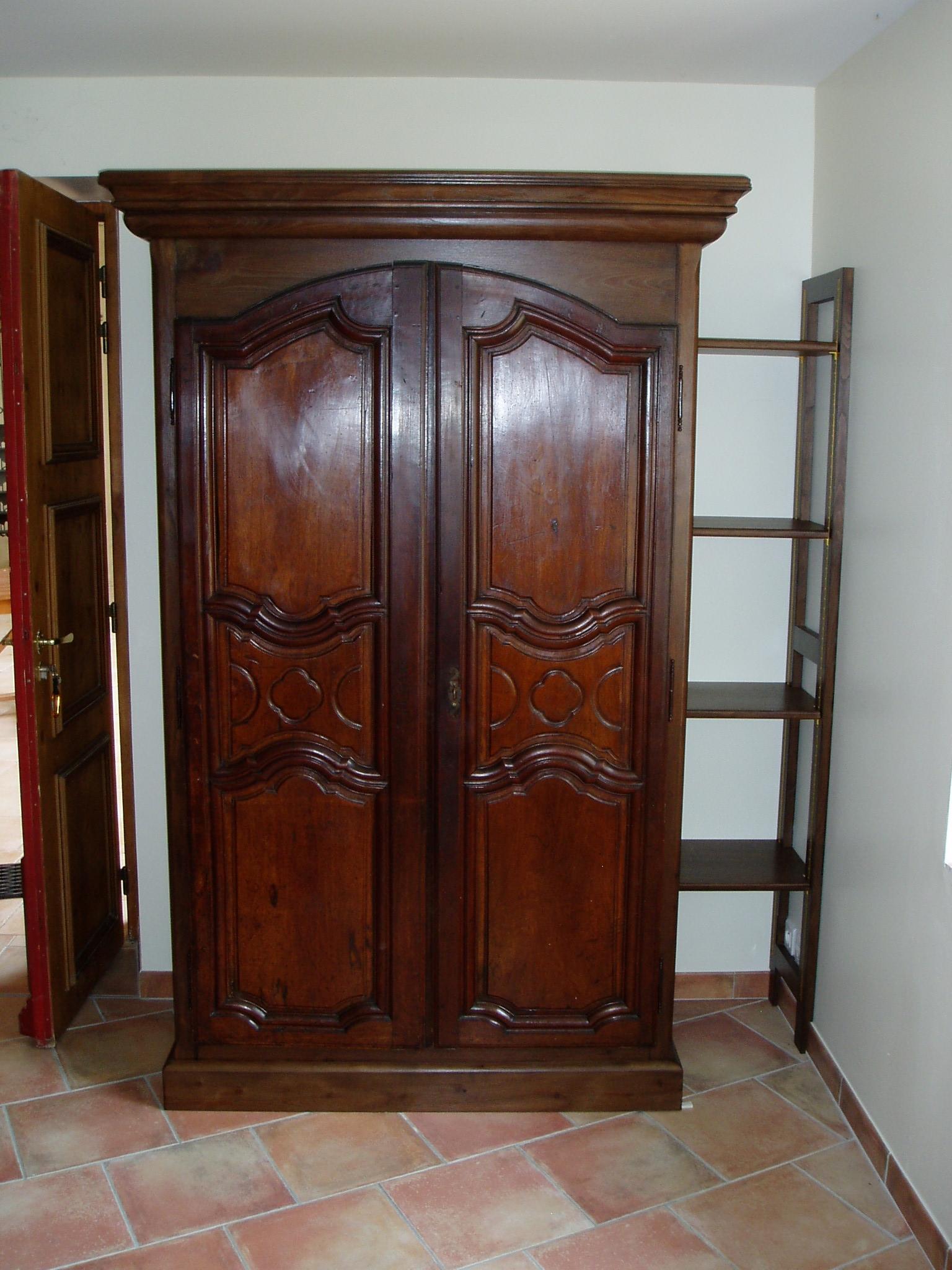 La même armoire finie