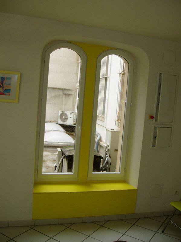 Fenêtre pvc cintrée, habillage stratifié jaune