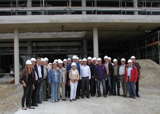 Die Mitglieder des CDU-Stadtverbandes vor dem zukünftign Haupteingang