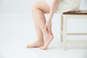 足の裏の前方が痺れる