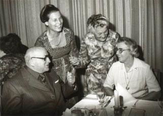 (v.l.n.r.): Verena Galler (Geschäftsführerin 1965-1992) und Lilly Veit (Präsidentin 1957-1982)