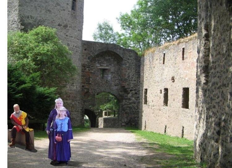 2 edle Maiden, reingesetzt in die Kasselburg