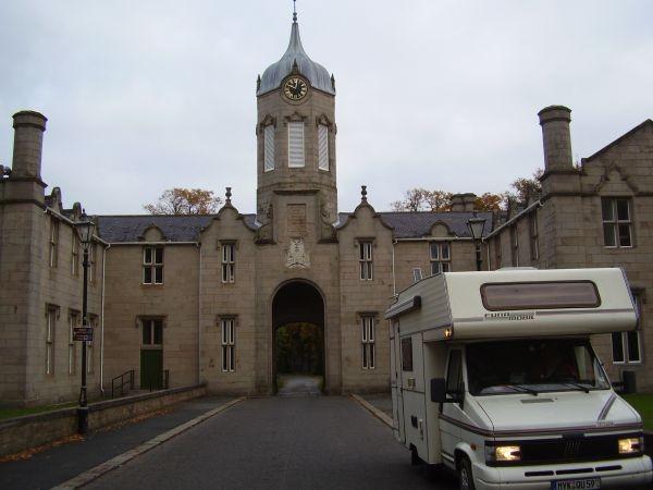 Einfahrt zu Huntly Castle