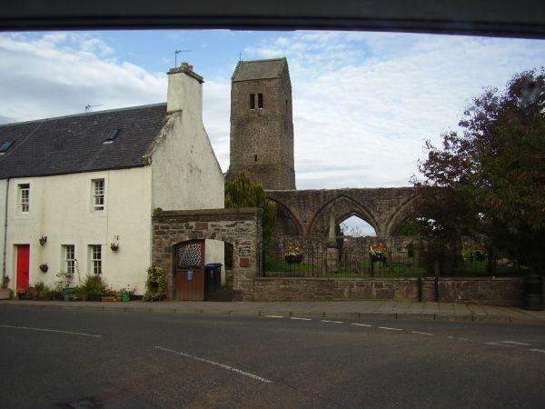 Alte Abtei in einem schottischen Dorf