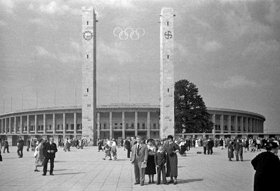 Exterieur du Stade olympique de Berlin durant les Jeux